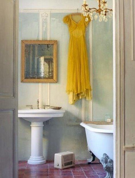 banos-elegantes-decoracion-lamparas-arana-candelabros-1