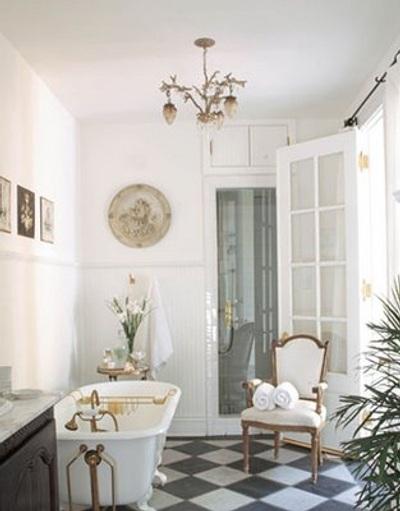 banos-elegantes-decoracion-lamparas-arana-candelabros-6